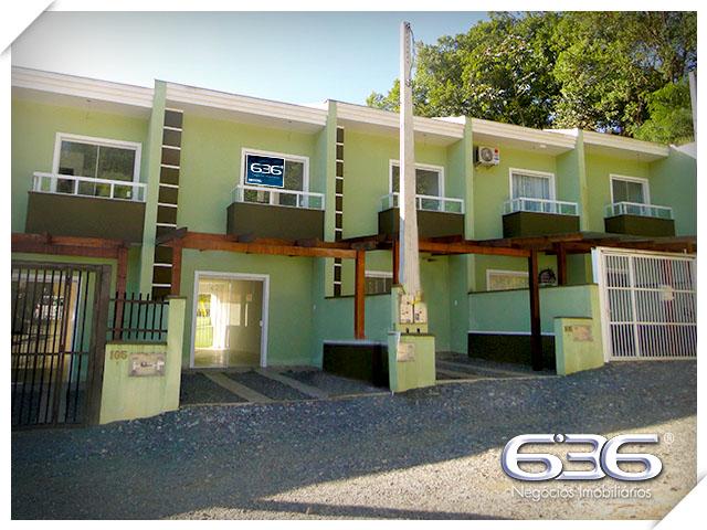 Sobrado à venda  no Santa Catarina - Joinville, SC. Imóveis